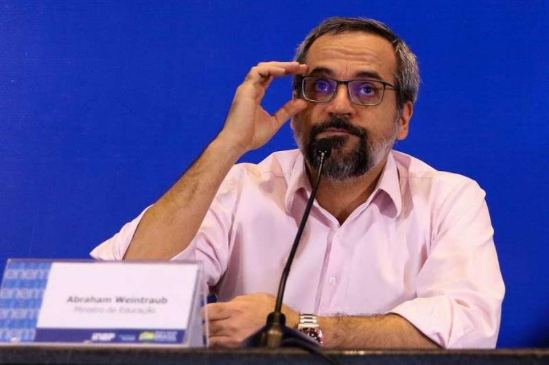 Ministro diz que vazamento de foto do Enem não causou dano