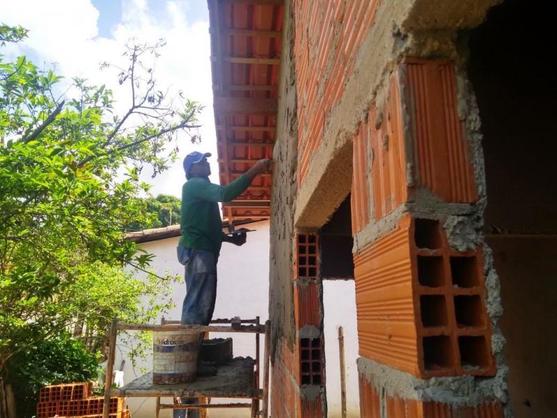Prefeitura contempla famílias em situação de risco com construção de casas