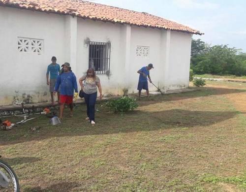 Prefeitura inicia limpeza e melhoramentos em área da Igreja do Bairro Coqueiro