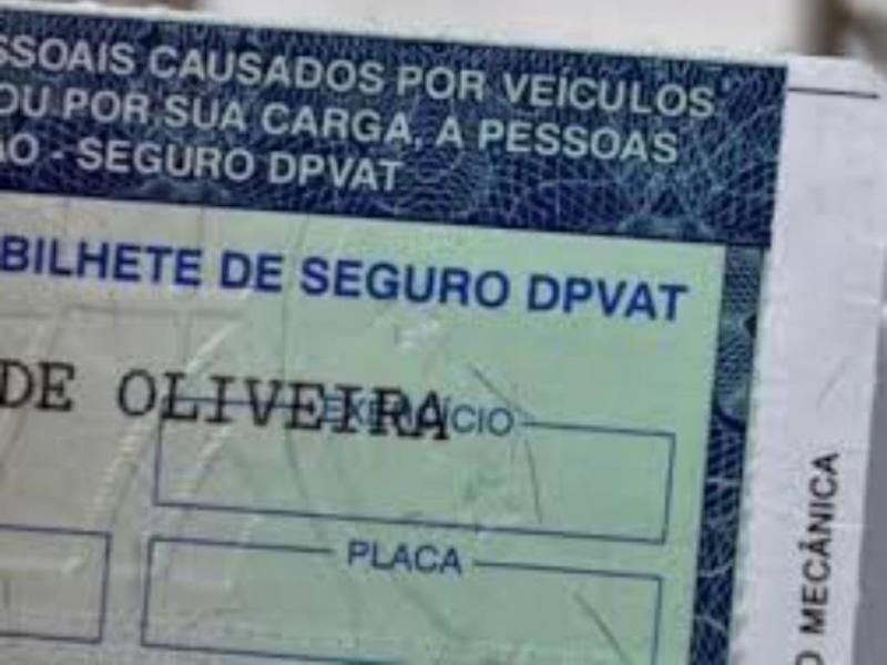 Bolsonaro assina medida provisória que extingue o Dpvat
