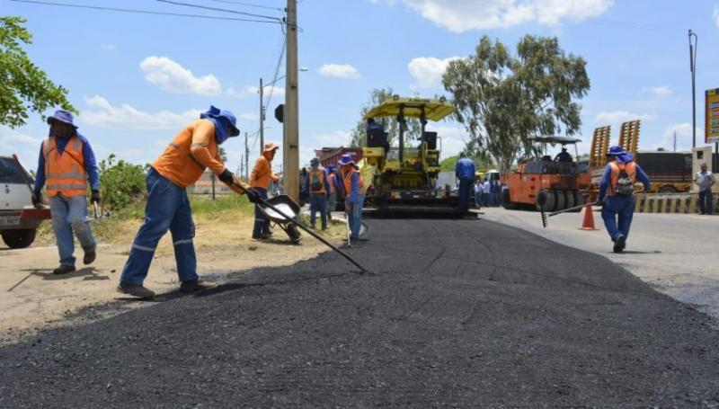 Prefeitura realiza obras de asfaltamento e recapeamento em ruas e avenidas