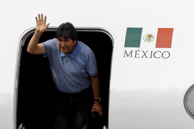 Evo Morales chega ao México em voo via Brasil