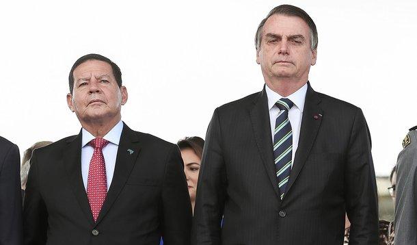 """Bolsonaro detona Mourão e diz que """"casou errado"""" ao escolher vice"""