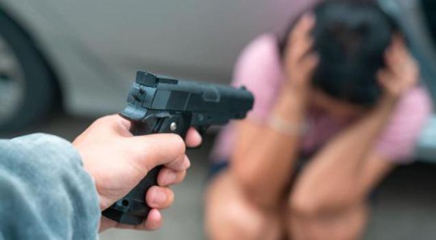 Vídeo: Dupla faz arrastão em casa no centro de Timon nesta manhã