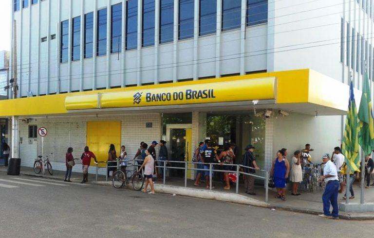 MP aumenta jornada de trabalho de bancários e sindicato critica nova medida