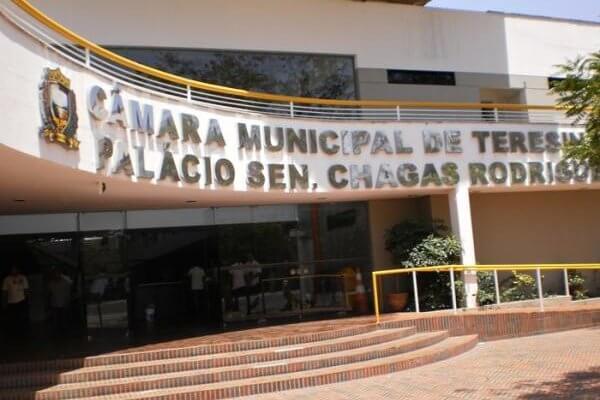 Justiça dá 90 dias para Câmara de Teresina publicar edital de concurso