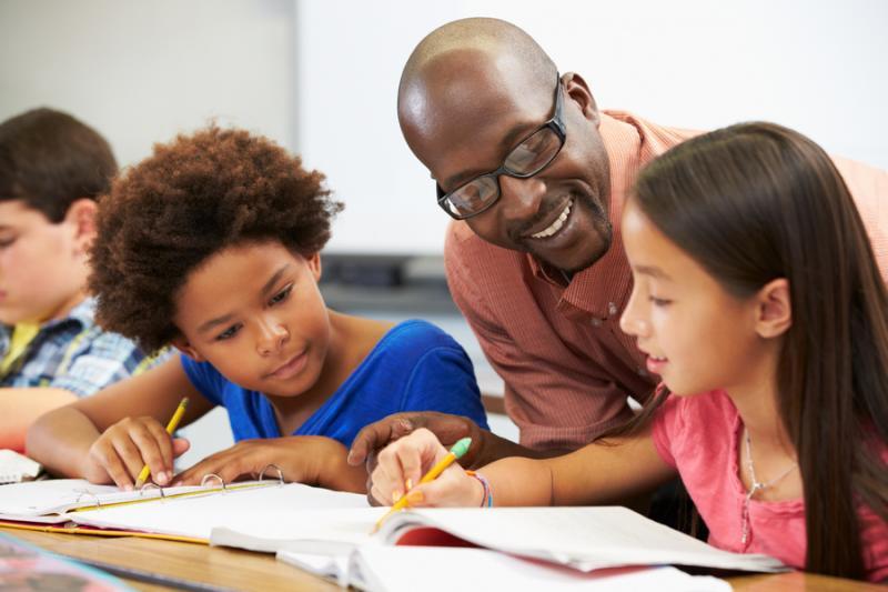 Twitter e Unesco lançam guia sobre alfabetização midiática para educadores