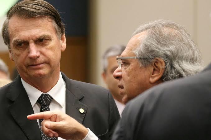 Bolsonaro desobriga poder público de construir escolas