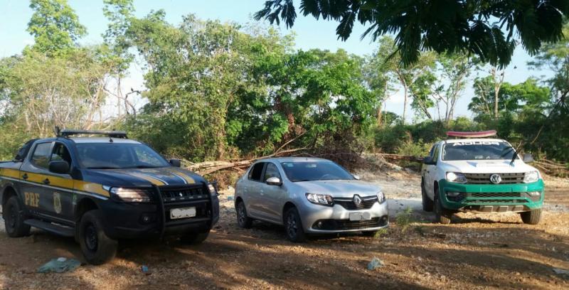 PRF e PM recuperam veículo que havia sido roubado em Teresina
