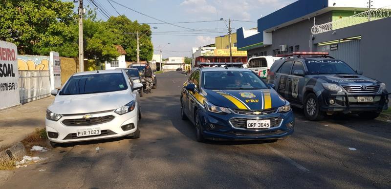 Polícia prende quadrilha com carros roubados na BR 316