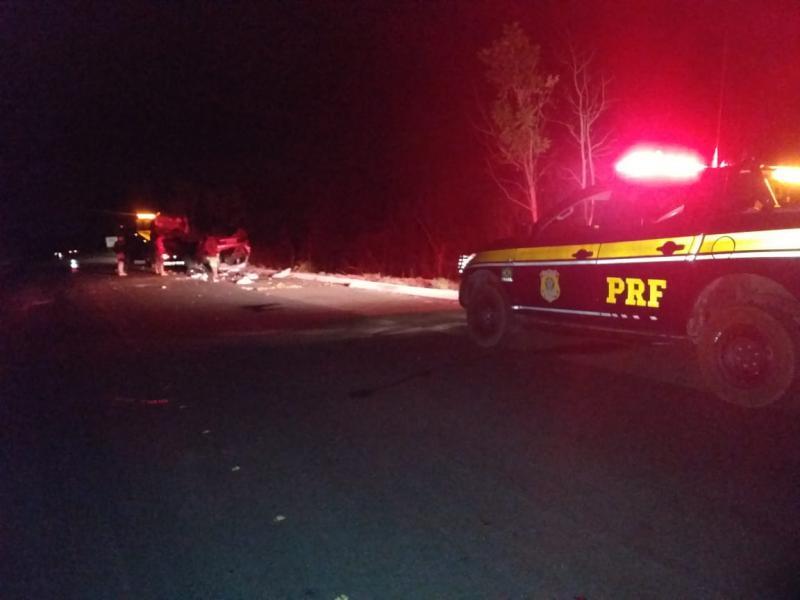 Mãe e filhas morrem em colisão entre três carros na BR 343