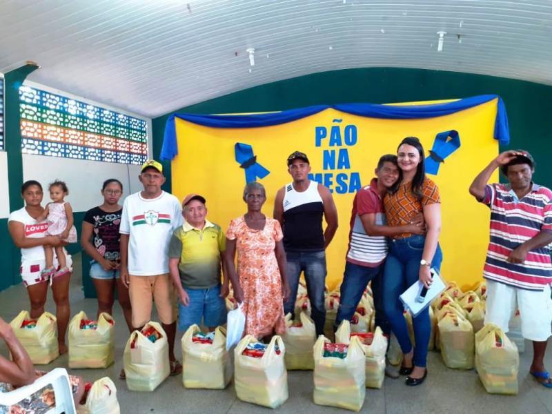 Famílias de Água Branca recebem cestas básicas e participam de palestra