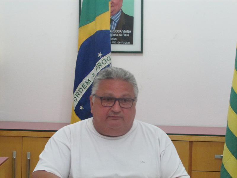 Prefeito dr Alcione Viana Barbosa realiza reunião com secretários e vereadores