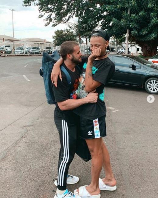 Pabllo Vittar troca carinho com suposto namorado em fotos; confira!