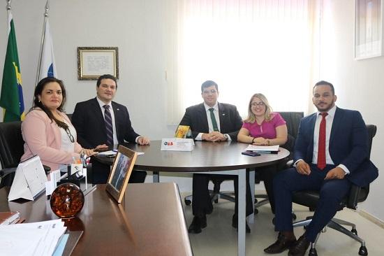 Presidente da OAB Piauí recebe representantes do CEJA