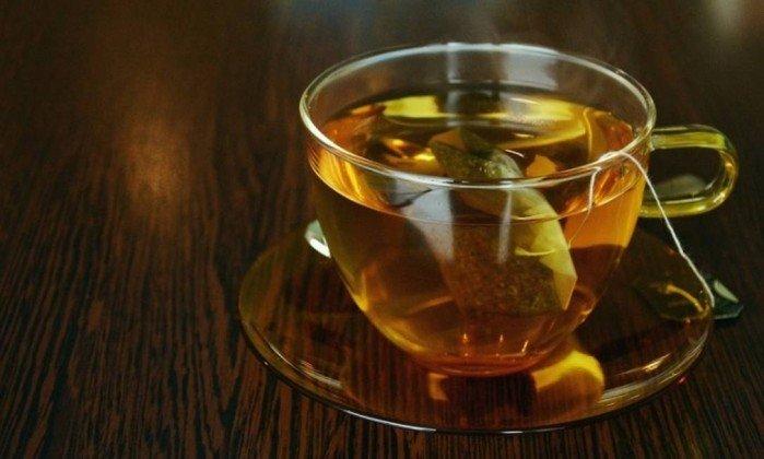 Anvisa acha insetos vivos e mortos dentro de chá e proíbe venda