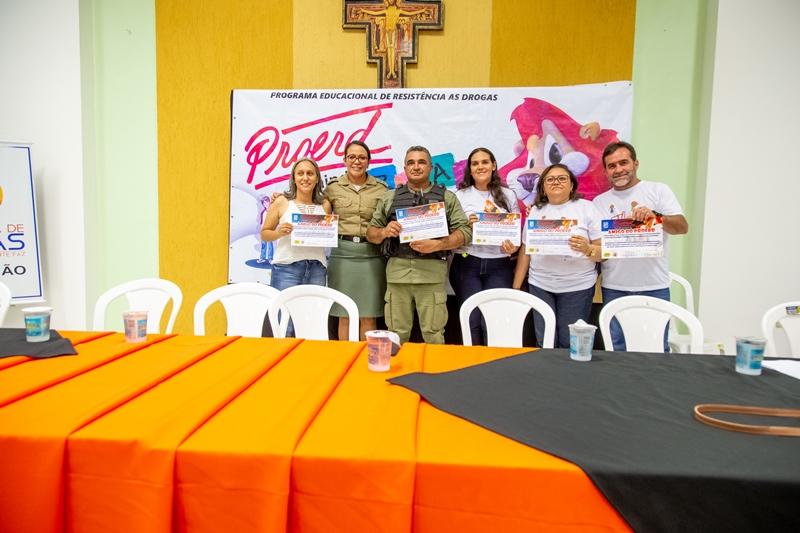Alunos da rede municipal de Oeiras participam de formatura do Proerd