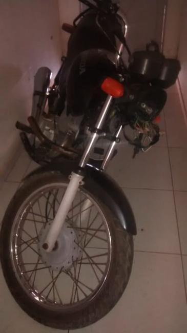 Policia recupera moto roubada no último final de semana
