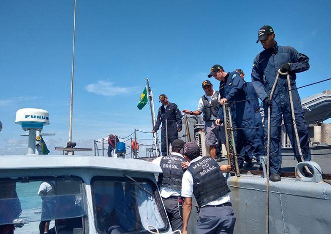 Navio da Marinha vistoria litoral do Piauí e não encontra novas manchas