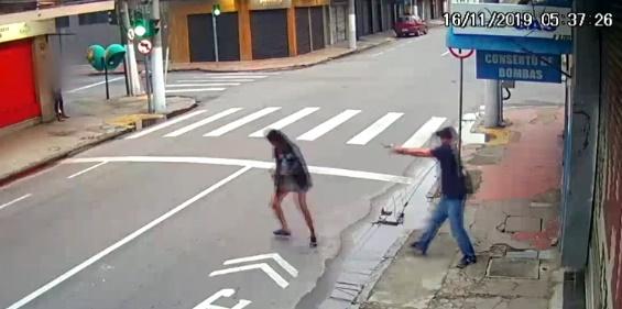 Homem mata moradora de rua após ela pedir 1 real