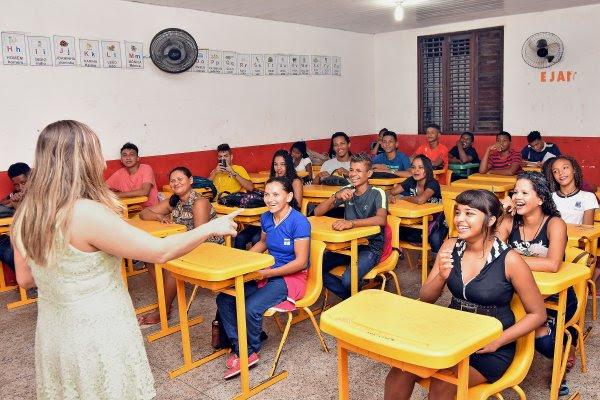 Uma das salas de aula da EJA na escola Carlos Saad, na Vila Mauro Fecury