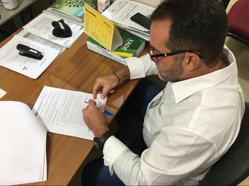 Oeiras | Zé Raimundo assina convênios de R$ 775 mil para pavimentação