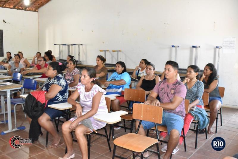 Reunião com pais de alunos do 5° e 9° ano da E. M. de Campo Largo