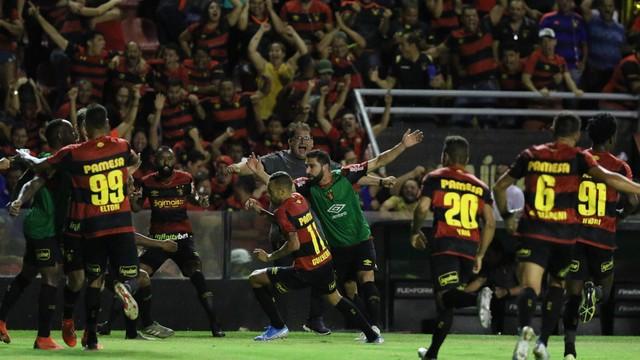 Sport vence a Ponte Preta de virada e volta à primeira divisão