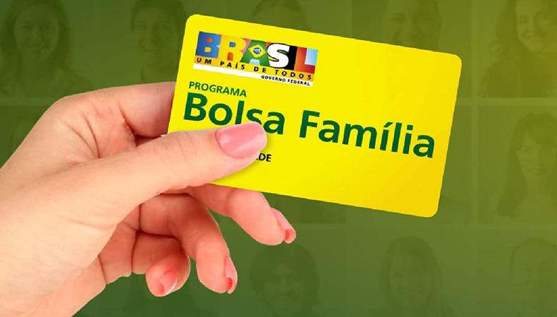 Governo federal garante pagamento do 13º do Bolsa Família.
