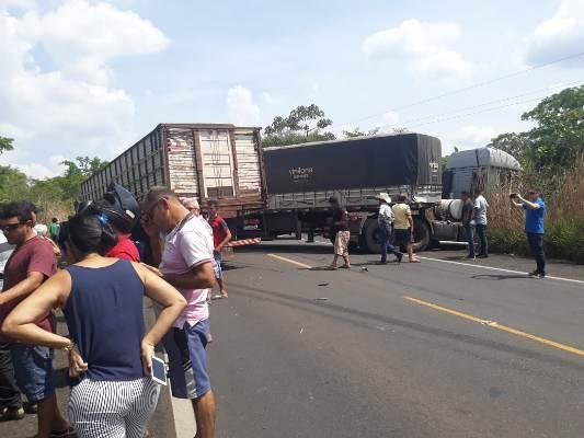 Vídeo: Acidente entre 3 carretas causa grande engarrafamento na BR 316