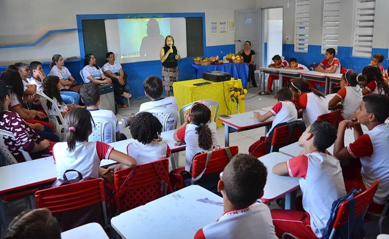 SIMÕES | Escola CEM recebe atividades do programa 'Crescer Saudável'