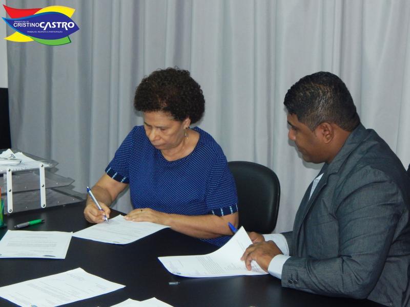 Prefeito Dr. Manoel Júnior de Cristino Castro, recebeu a visita da Senadora Regina Sousa do PT