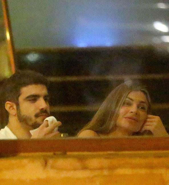 Caio Castro apresenta Grazi Massafera como namorada em confraternização
