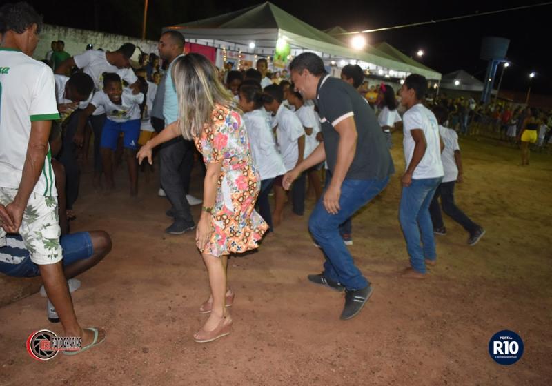 Prefeito e primeira dama dançam em Tambor de Criola em Campo Largo-PI