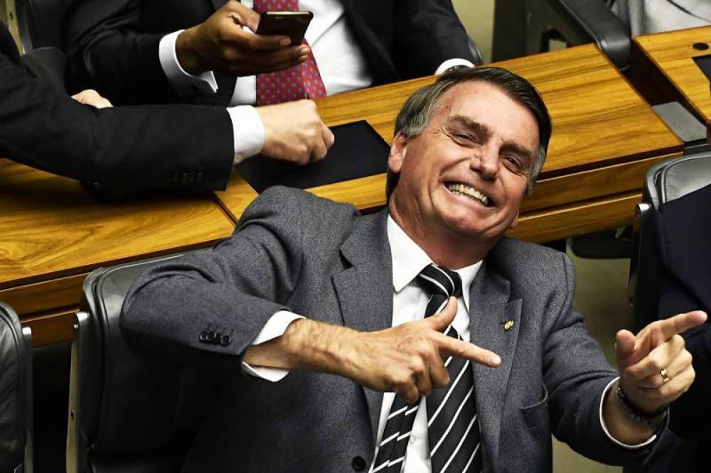 Bolsonaro vira tema de marchinha de Carnaval; veja o vídeo
