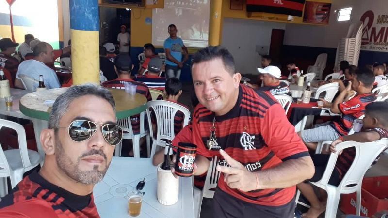 Torcida do Flamengo comemora titulo da Libertadores em Beneditinos