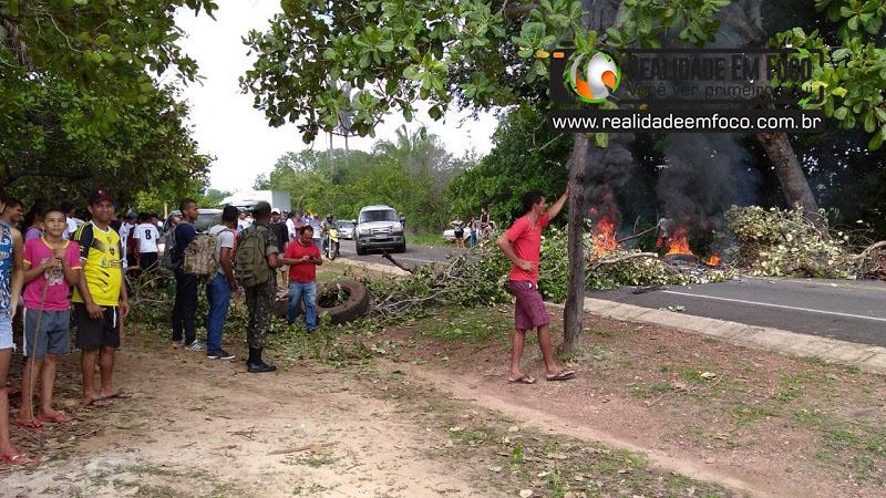 Moradores bloqueiam PI 113 em protesto por falta de energia