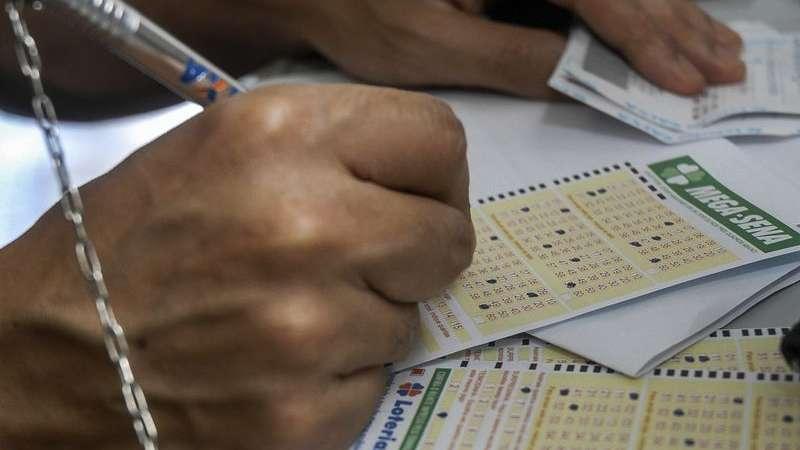 Três apostas dividem prêmio de R$ 12 milhões da Mega-Sena