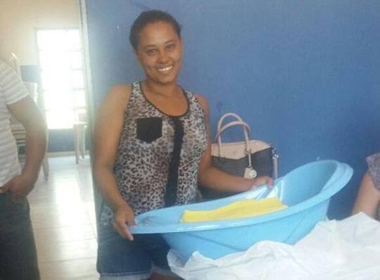 Secretaria de Assistência Social de Curralinhos entrega mais kit's de bebê