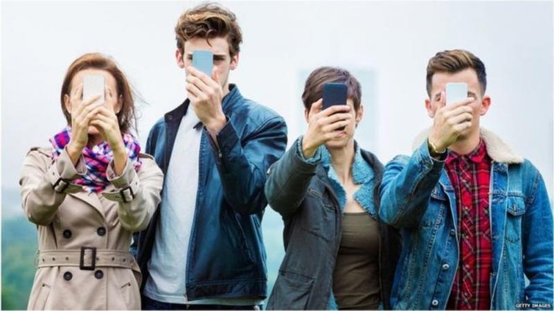 1 em cada 4 jovens está viciado em celular, diz estudo