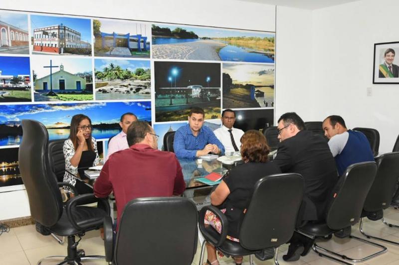 Reunião entre gestão municipal e Associação dos Vigias de Floriano delibera reivindicações da classe