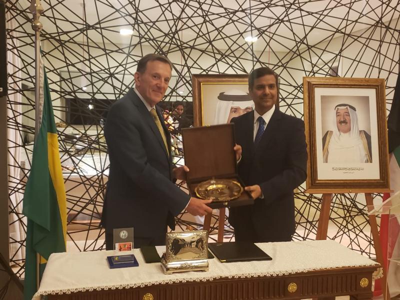 Embaixada do Kuwait e Correios do Brasil, lançam selo em homenagem aos 51