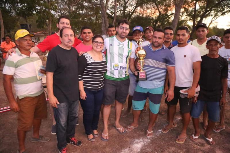 Altos   Prefeita participa de campeonato amador na zona rural
