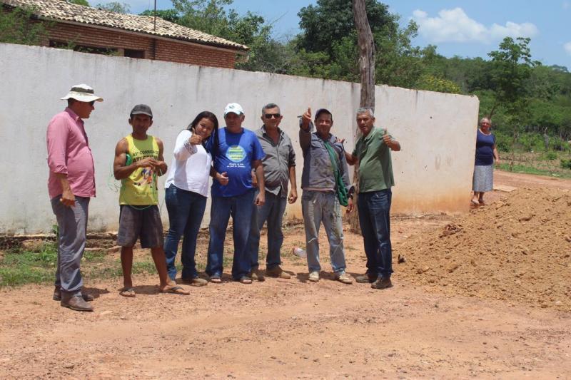 Prefeita Doquinha acompanha serviços realizados na Lagoa Cercada