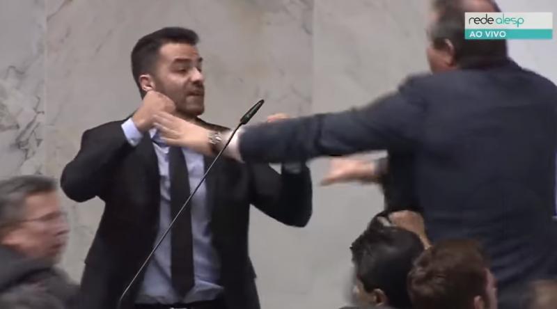Deputado xinga petistas e sessão acaba em agressão; assista!