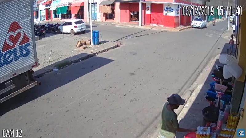 Vídeo: homem é flagrado furtando cervejas de comércio no PI