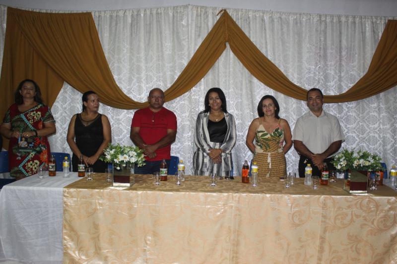 Prefeita Doquinha prestigia formatura dos alunos da Escola Dom Avelar