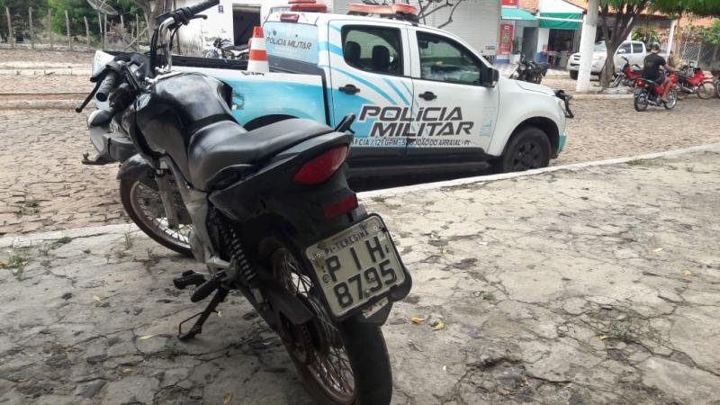 Polícia de São João do Arraial recupera moto roubada