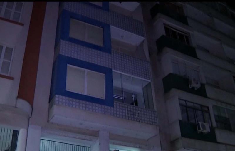 Prédio onde vivia o jornalista encontrado morto em casa pelo filho (Foto: Reprodução/RBS TV)