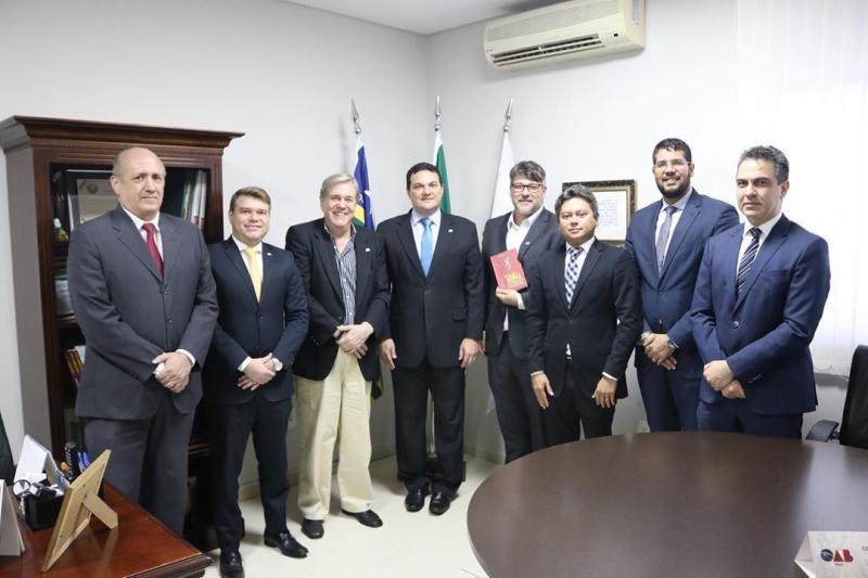 Ex-governador do Piauí, Hugo Napoleão, visita seccional piauiense da OAB